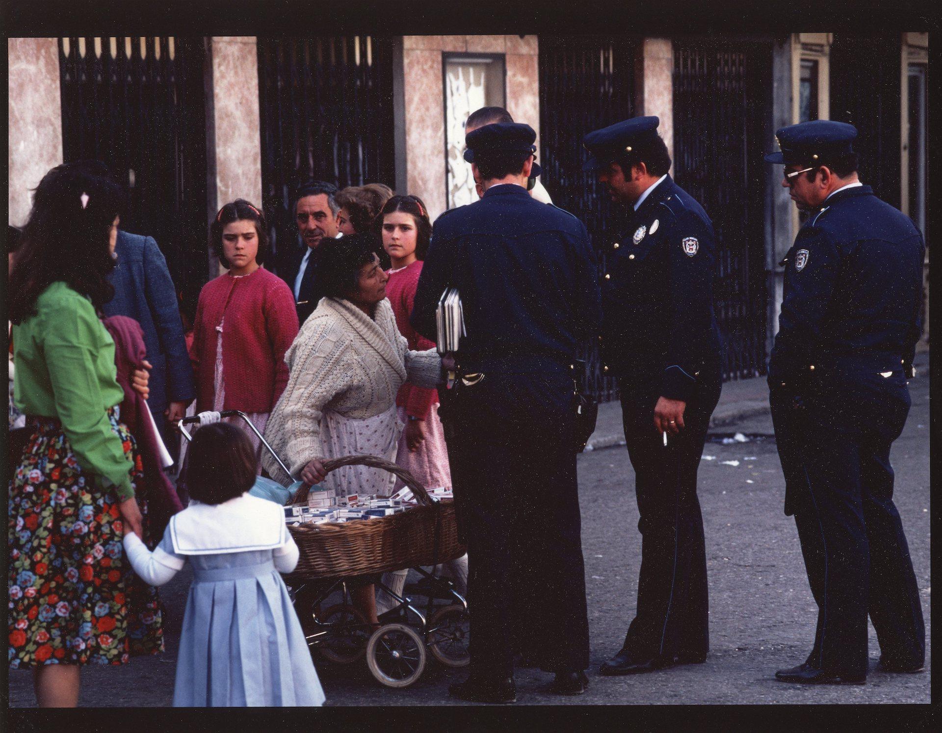 <center>CALLE SERPIENTES, SEVILLA, SPAIN - CONTRABAND</center>