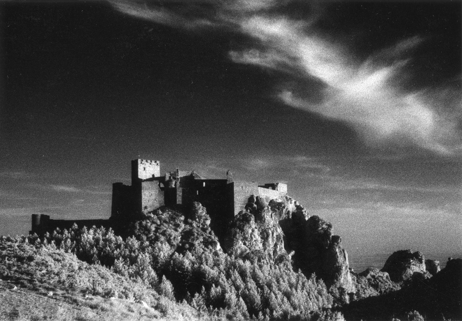 <center>HUESCA, SPAIN LOARRE CASTLE - (INFRA-RED)</center>